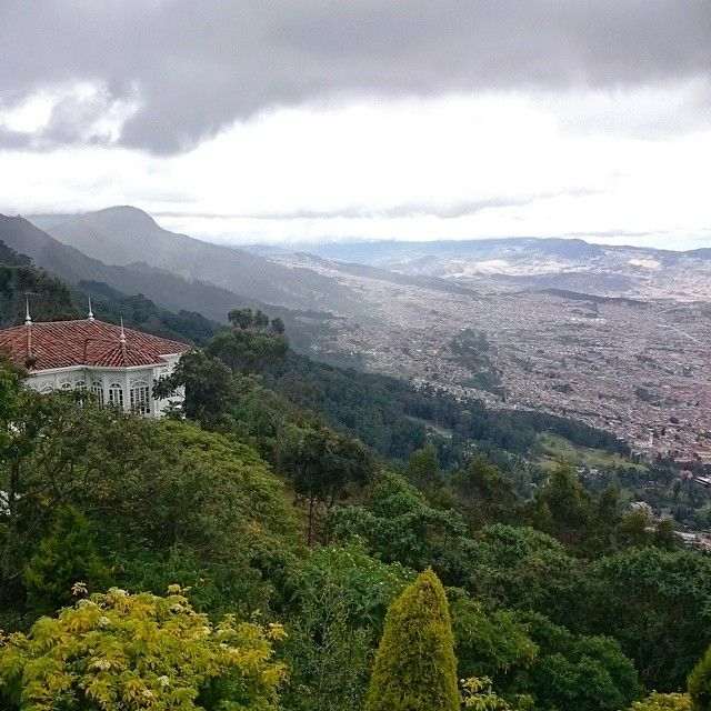 Greetings from 3127m, it's a little raining but the view is breathtaking⛪ #vscocolombia #Monserrate #vscocam #bogota #colombia #view #weekend  (в Monserrate)