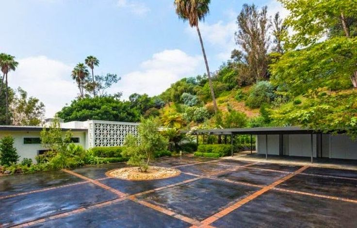 For just bought it in April 2007 for $ 3.9 Million, Variety.com reported: Gregory Goodman has been sold his Residence. The price was $ 7.5 Million with 5.5 bathrooms and 4 bedrooms, which comes for a perfect living house, is at Beverly Hills, USA. Ryan Tedder already owned the property and also moved into the 4,400 square feet with classic middle century value which design by Googie architects Lundberg, Armet & Davis.