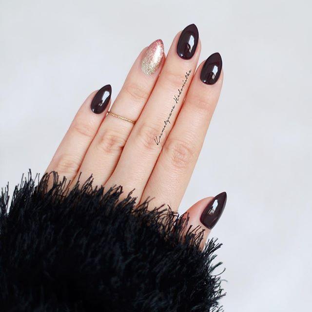 Instagram Photo by kosmetycznahedonistka on Instush. Photo Description - Semilac 076 i 037 & 094, a ja myślę już nad jakimś walentynkowym mani  #hedonistkanails  #semilac #mani #nails #nailswag #instanails #black #coffee #nail #nailpolish #inspo #tumblr #glitter