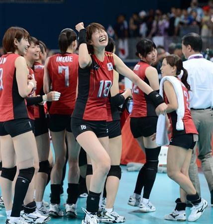 銅メダルを獲得し歓喜の踊りを披露する木村沙織=アールズコート(山田俊介撮影)