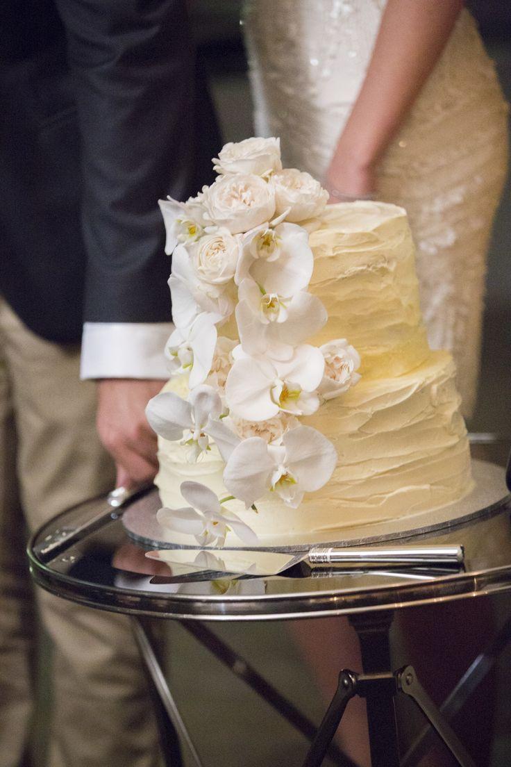 Fresh flower, messy icing cake by Ses-sational cakes @sarahbekiaris @oliviamaiolo