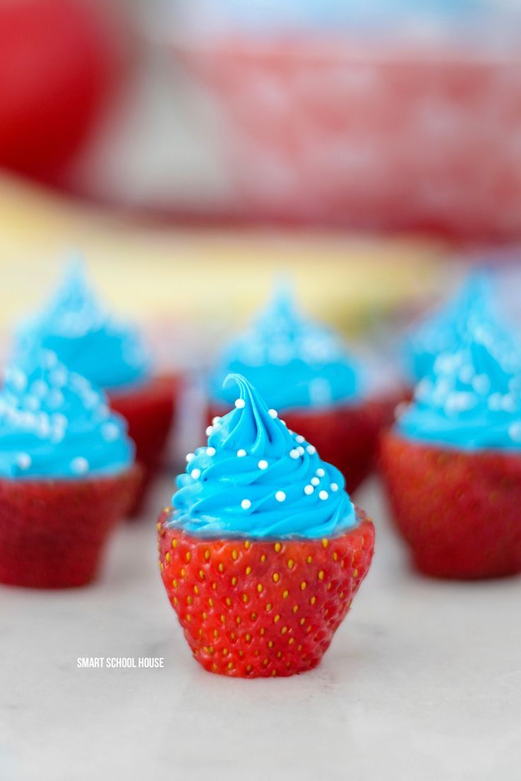 Red, White, and Blue Strawberries - Patriotic strawberry cream cheese bites. Quick, easy and delicious! 4th of July strawberries, Labor Day, Memorial Day dessert idea.