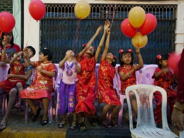 Spectators at the #ChineseNewYear celebration in Yangon, Myanmar. February 15, 2010. © @Chien_Chi_Chang