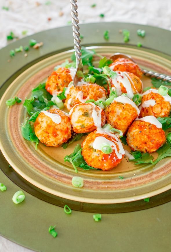 Crockpot Buffalo Chicken Meatballs with Blue Cheese Dressing // perfection for summer parties, keeps the kitchen cool and guests can serve themselves #slowcooker #appetizer