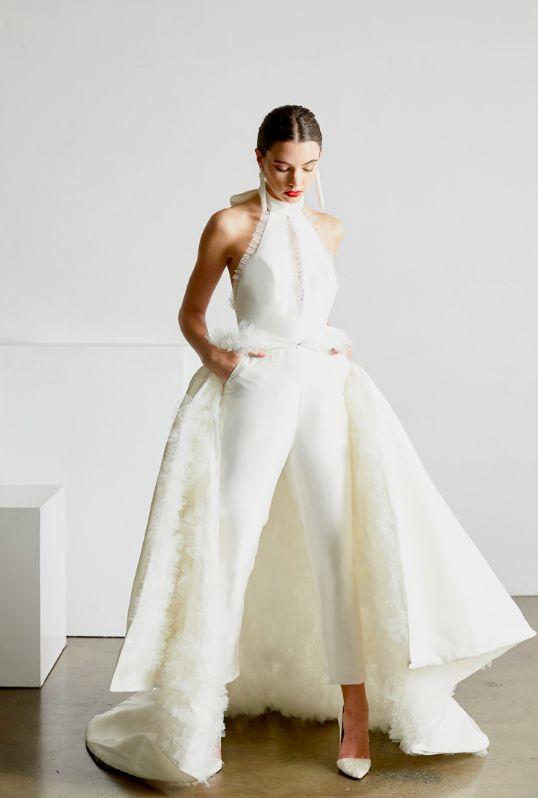 Trouwen in een broek vs. een trouwjurk – In White