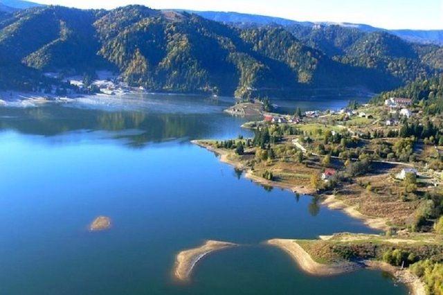Galerie foto - Lacul din Carpaţii Orientali unde poţi avea o vacanţă ca în Grecia în munţi - Gândul