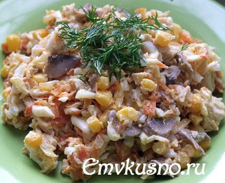 Салат из грибов, яйца, курицы, соленый огурец