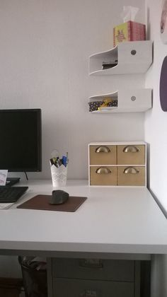 Platzsparende Ordnerablage am Schreibtisch