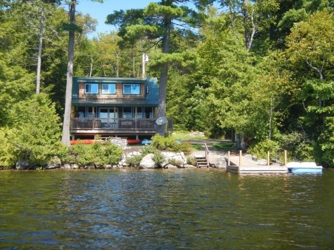 Visit LAKEHOUSEVACATIONS.com To Book This Home For Your Next Lake Vacation  Tou2026