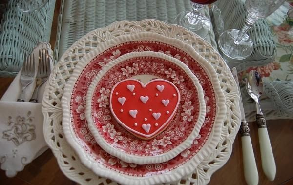 red and white Valentine's Day table setting