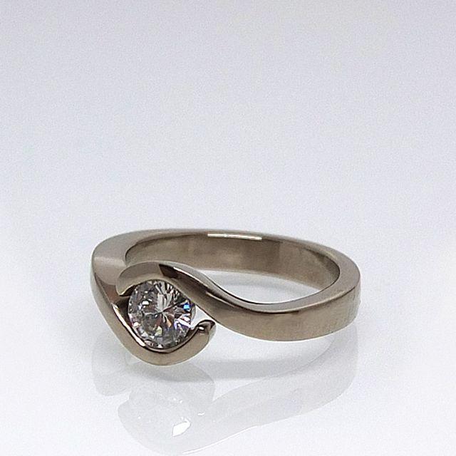 Pierścionek zaręczynowy z białego złota z diamentem. pytania: waszeobraczki@gmail.com http://waszeobraczki.pl