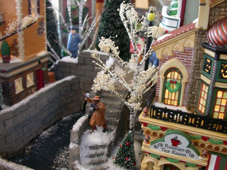 Christmas in the City | Showcase Displays