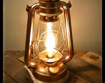 Elektrische lantaarn Lamp industriële tafel door RecycledRevival