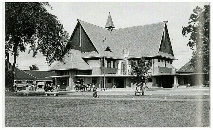 Het nieuwe residentiekantoor Malang 1936.