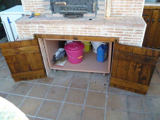 Puertas hechas con palet ba o guarida del hombre palets - Como hacer una tarima para mesa camilla ...
