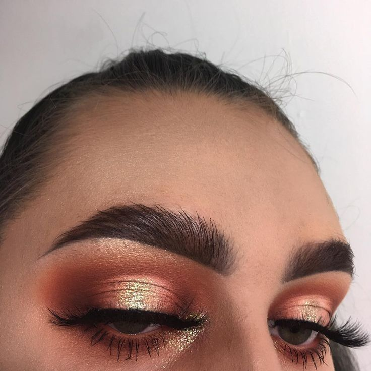 @limecrimemakeup Venus II palette 'jam' @anastasiabeverlyhills modern Renaissance palette 'realgar' & 'Cyprus umber' @inglotuk matte eyeshadow '299' @makeupgeekcosmetics matte eyeshadow 'white lies' @collectionlove glam crystal liner 'glitz' @topshop chameleon glow pigment 'U-turn' @armanibeauty eccentrico mascara 01 'black' lashes are from Aliexpress @dermacol makeup cover foundation '222' for foundation @morphebrushes 9C contour palette mixed the highlight shade from the morphe contour…