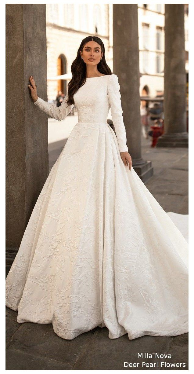 Hip Hop Royal Wedding Dress Royal Wedding Dress Royal Family Cumpleanos De Clash Ro In 2020 Royal Wedding Dress Wedding Dress Long Sleeve Wedding Dress Sleeves