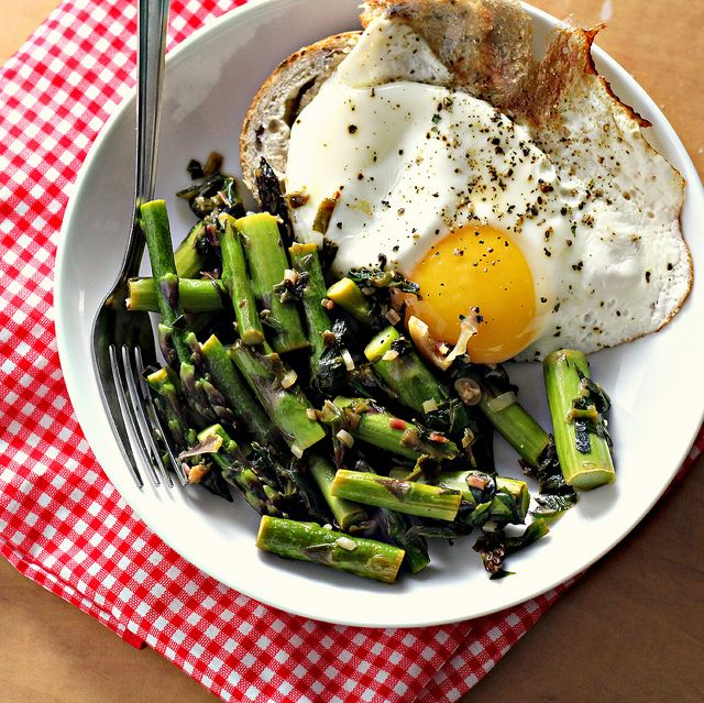 pan-fried asparagus with ramps, lemon and fried egg