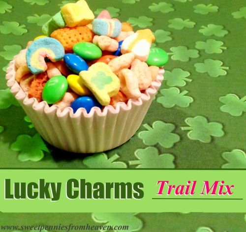 Make Lucky Charms Trail Mix for Fun Treats or Classroom Parties! Super easy and fun for St. Patrick's Day!