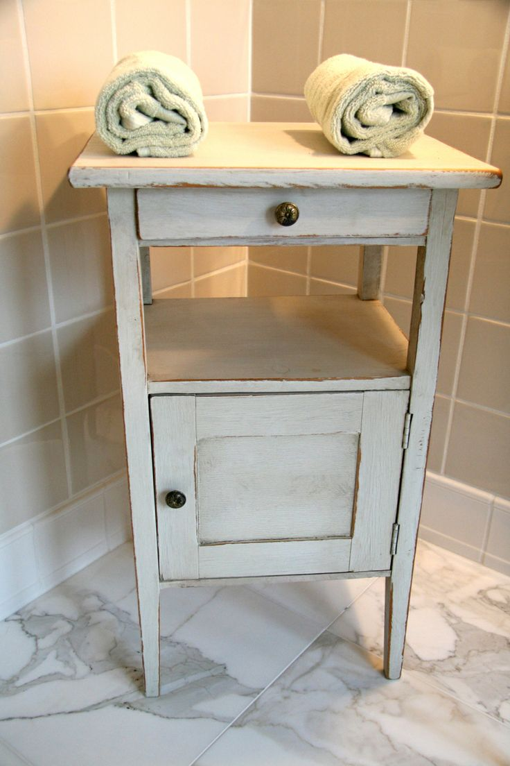 47 best images about Vintage furniture on Pinterest   Small tables ...