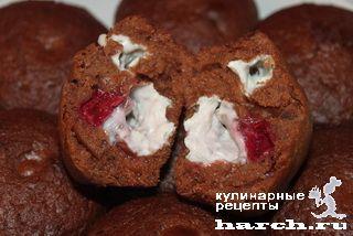 Шоколадные кексы с творогом и вишней
