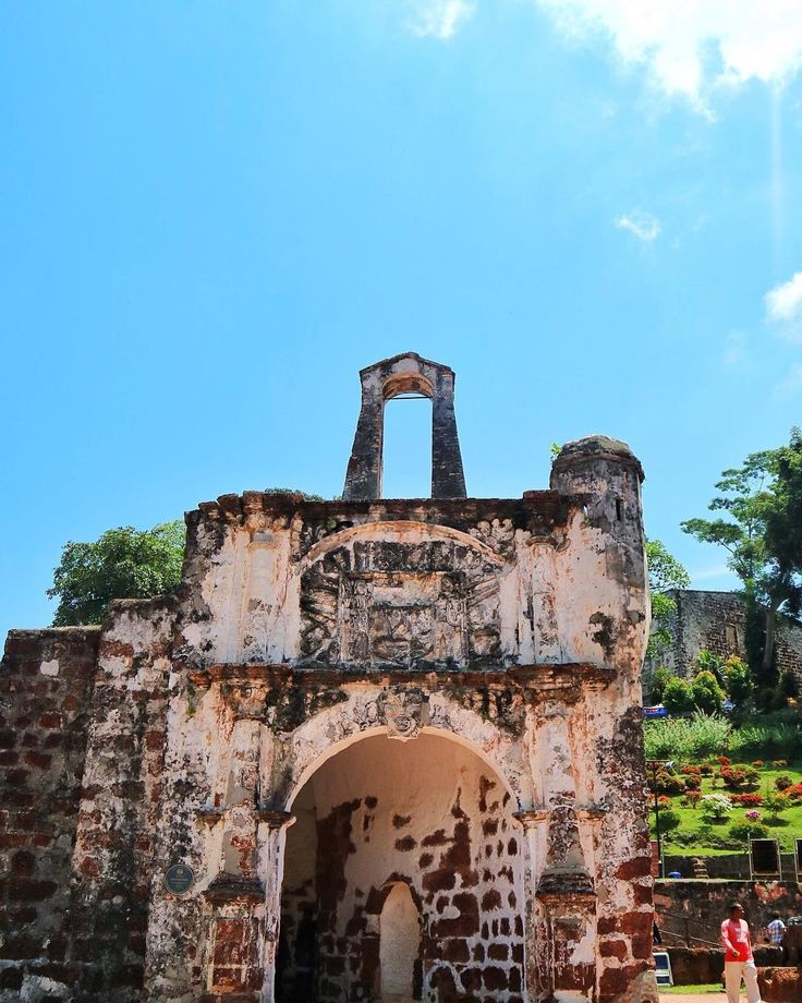 A Famosa, Melaka  .  Even in ruins, the A Famosa fortress still looks as it once had been, the bastion of Malacca.  A Famosa is still a famous now   .  .  #AFamosa #Malacca #Malaysia  #NusaEscapades