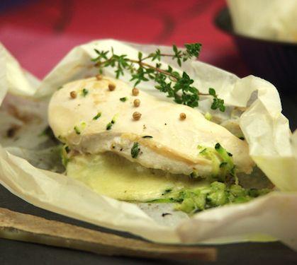 Poulet en papillote au Comté - Envie de bien manger. D'autres recettes de papillotes sur www.enviedebienmanger.fr/recettes/papillotes