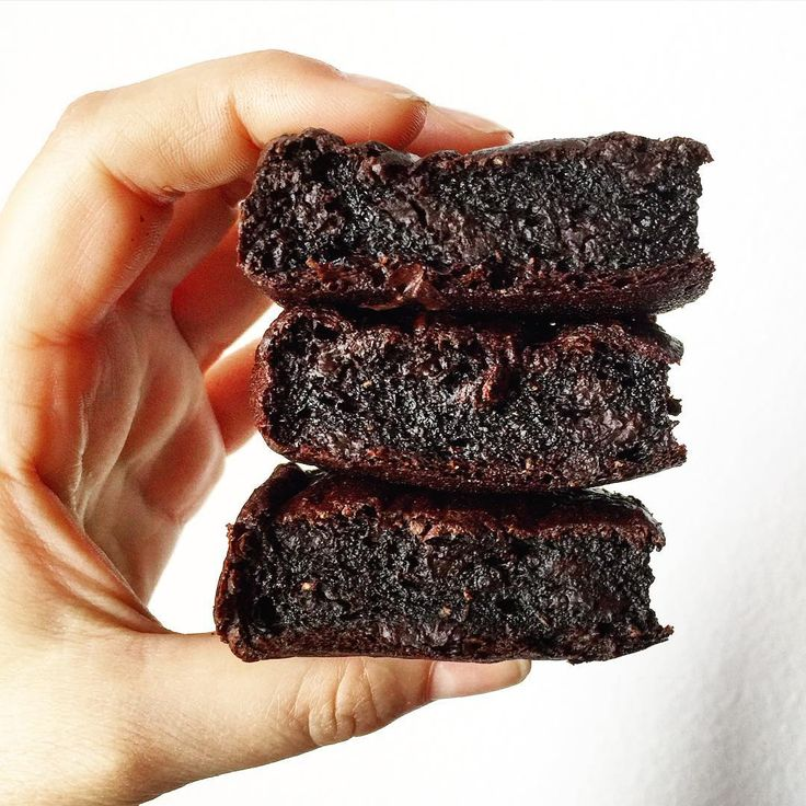OMG these brownies were perfect! Sugarfree, dairyfree, high protein and with a very segret ingredient you won't taste at all! 150 kcal each! Recipe coming soon! #mangiaresano #mangioquindisono #healthy #healthybrownies #chocolate #150kcal #segretingredient #eatclean #dairyfree #sugarfree #diet #fitfoodie #foodporn