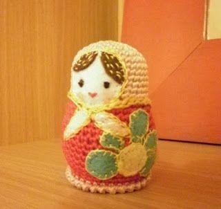 Patrón amigurumi gratis de matrioska. Espero que os guste tanto como a mi! Idioma: Ruso Visto en la red y colgado en mi pagina de facebook: http://vyazanyi