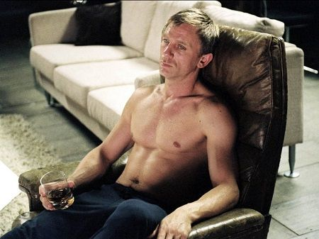 This Site Covers Daniel Craig S Body From Layer Cake And A