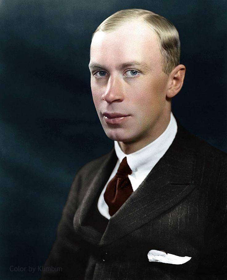 Serge Prokofiev ou, en russe, Sergueï Sergueïevitch Prokofievn 1 (en russe : Сергей Сергеевич Прокофьев), né le 23 avril (11 avril) 1891 à Sontsovka (gouvernement d'Ekaterinoslav, Empire russe), mort le 5 mars 1953 à Moscou (URSS), est un compositeur russe de musique classique, un pianiste et un chef d'orchestre.
