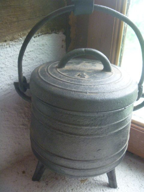 Small Cauldron  Marmite Size 4  French by TinTack on Etsy, €80.00
