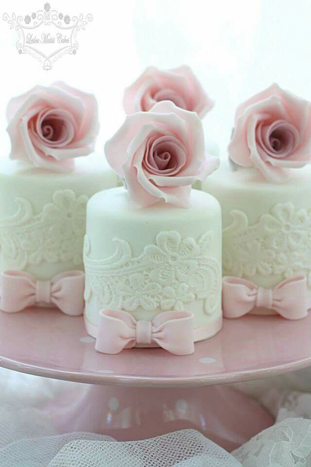 Gorgeous Individual Cake Inspiration For the Guests.