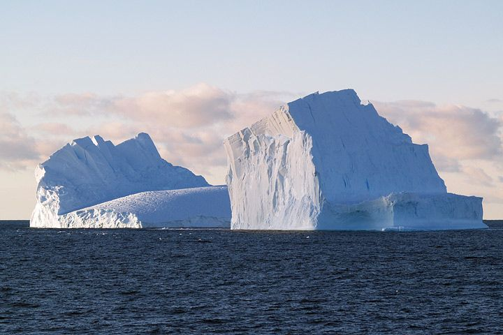 Google Image Result for http://earthobservatory.nasa.gov/Features/SeaIce/images/iceberg.jpg