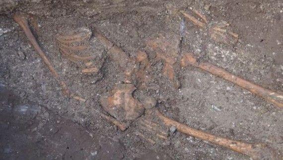Enorme esqueleto de humano encontrado en una antigua fortaleza búlgara - C.1040