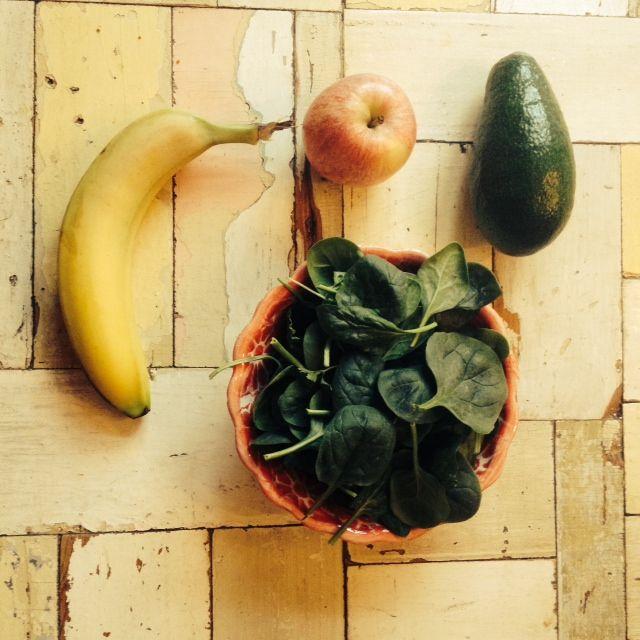 Super energie booster deze groene smoothie met banaan, appel, spinazie en avocado Zie het recept hier http://groenesmoothies.vivalavidalifestyle.com/index.php/super-energie-booster/  groene smoothies, recepten groene smoothie, eten, gezond leven, afvallen