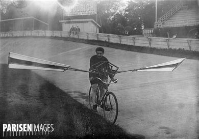 Concours d'aviettes au parc des Princes. Paris, 31 août 1913.