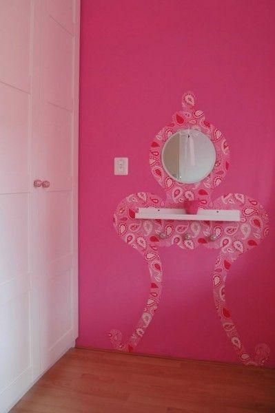 Lief idee voor de kinderkamer #kaptafel #muursticker #prinsessen