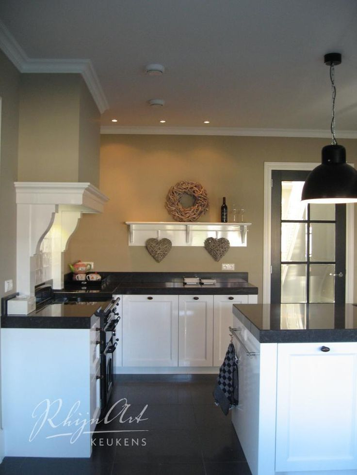 Meer dan 1000 idee n over wit kookeiland op pinterest keukenkasten witte keukens en - Heel mooi ingerichte keuken ...