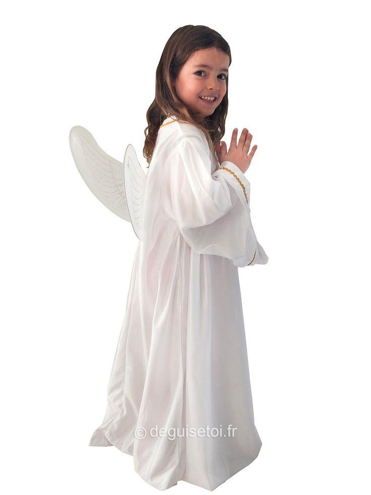 Disfraz de ángel para niño: Este disfraz de ángel incluye un vestido largo con efecto satinado. Está adornado con ribetes dorados en las extremidades.Un par de las de color blanco con brillantinas plateadas...