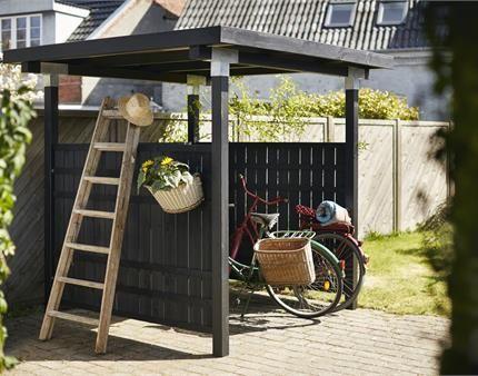 Sørg for at cyklen kan stå i læ for regn og slud. Byg dit eget cykelskur med et PLUS hegn fra Rustik fås i sort eller gråbrunt.