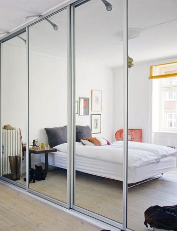 decoración-oriental.    Adele: Love the use of mirrored doors on closets in foyer and master bedroom. Interesting to add lighting above doors.