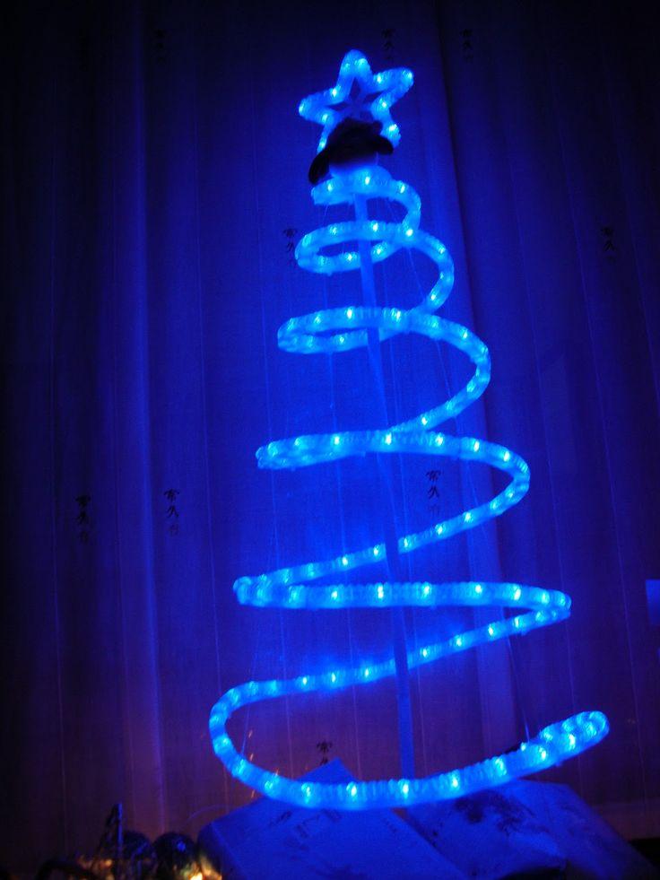 Arbol de navidad con mangueras de luz buscar con google - Manguera luces navidad ...