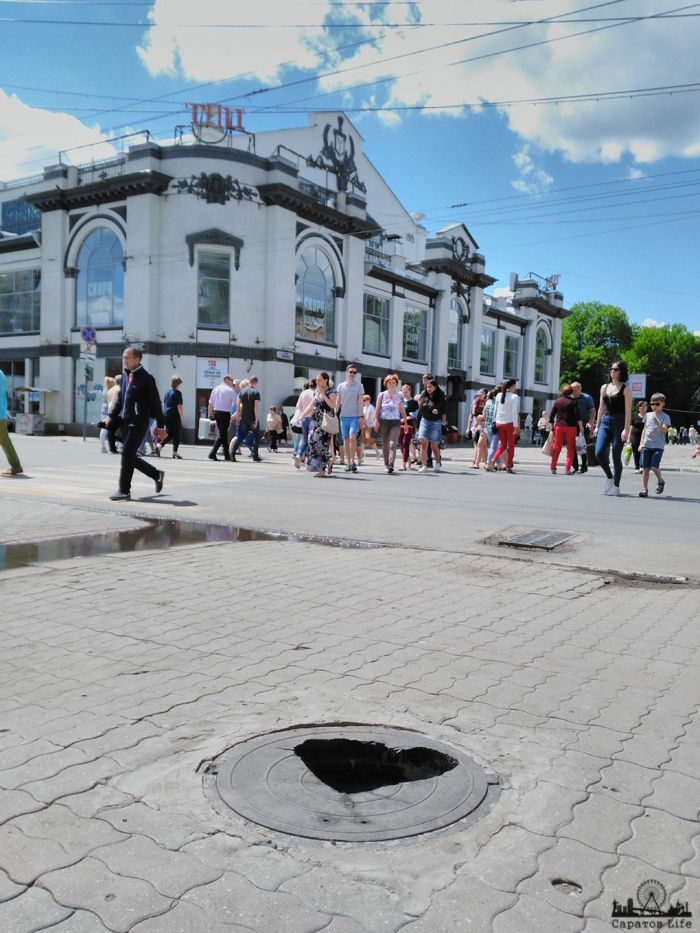 Романтический люк на проспекте Фото Александр Быстров      #Саратов #СаратовLife