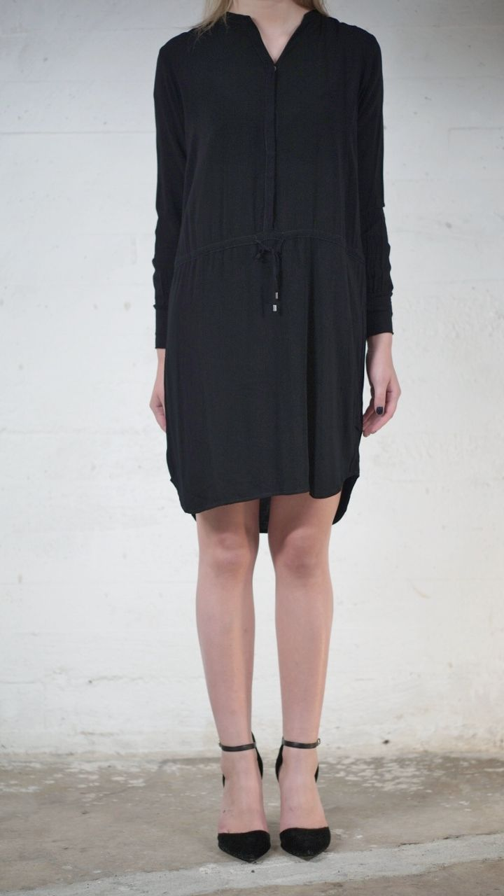 Dress Rocca. Available online: http://www.sofinah.fi/product/465/