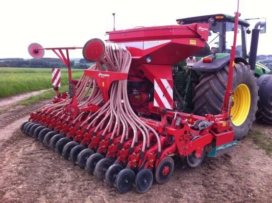 Nice pic' of #Kverneland seed drill! This one is the i-drill PRO HD model! Other models of seed drills on http://www.agriaffaires.co.uk/used/1/combine-drill-harrow-drill.html