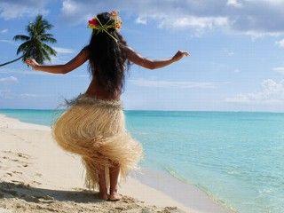 HULA, es una forma de danza acompañada de cánticos o canciones. Fue desarrollado en las Islas Hawái por los Polinesios que se establecieron allí primeramente. El cántico o canción se llama MELE. El hula dramatiza o hace comentarios acerca del mele.