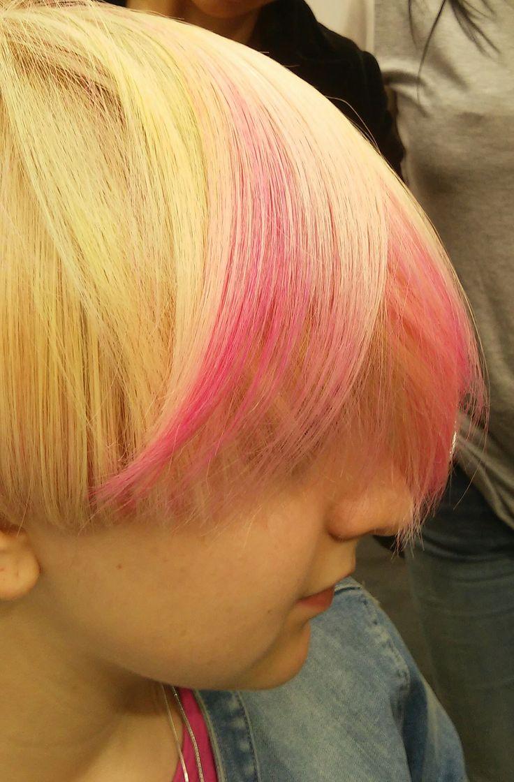 Яркий образ, Яркие акценты, Креативное окрашивание/ Розовые пряди. Блондинка/Окрашивание блонд