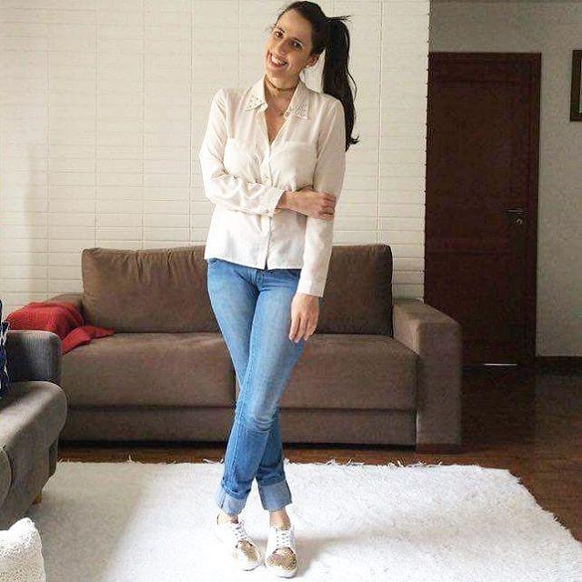 Ola deuses!! Hoje acordei com aquela preguicinha, então escolhi um look bem comfy seguindo a tendência dos tênis com detalhes dourados!! 🌟🌟 #fashionblogger #blogger #blogdabettina #style #love #instalove #instafashion #digitalinfluencer #fashion #fashionstyle #instablogger #blogger #fashionstyle #comfy #comfyday #tenis #gold #jeans #lookdodia #looktrabalho #office #modacorporativa #officelook #fashionista #fashion #love #ootd #outfitoftheday