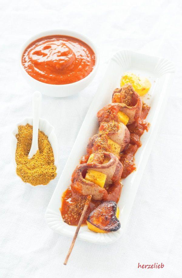 Currywurst am Spieß mit selbstgemachter Curry-Soße mit Mango verfeinert. (Werbung)